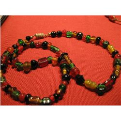 COSTUME JEWELRY ARTISAN BEADED GLASS NECKLACE