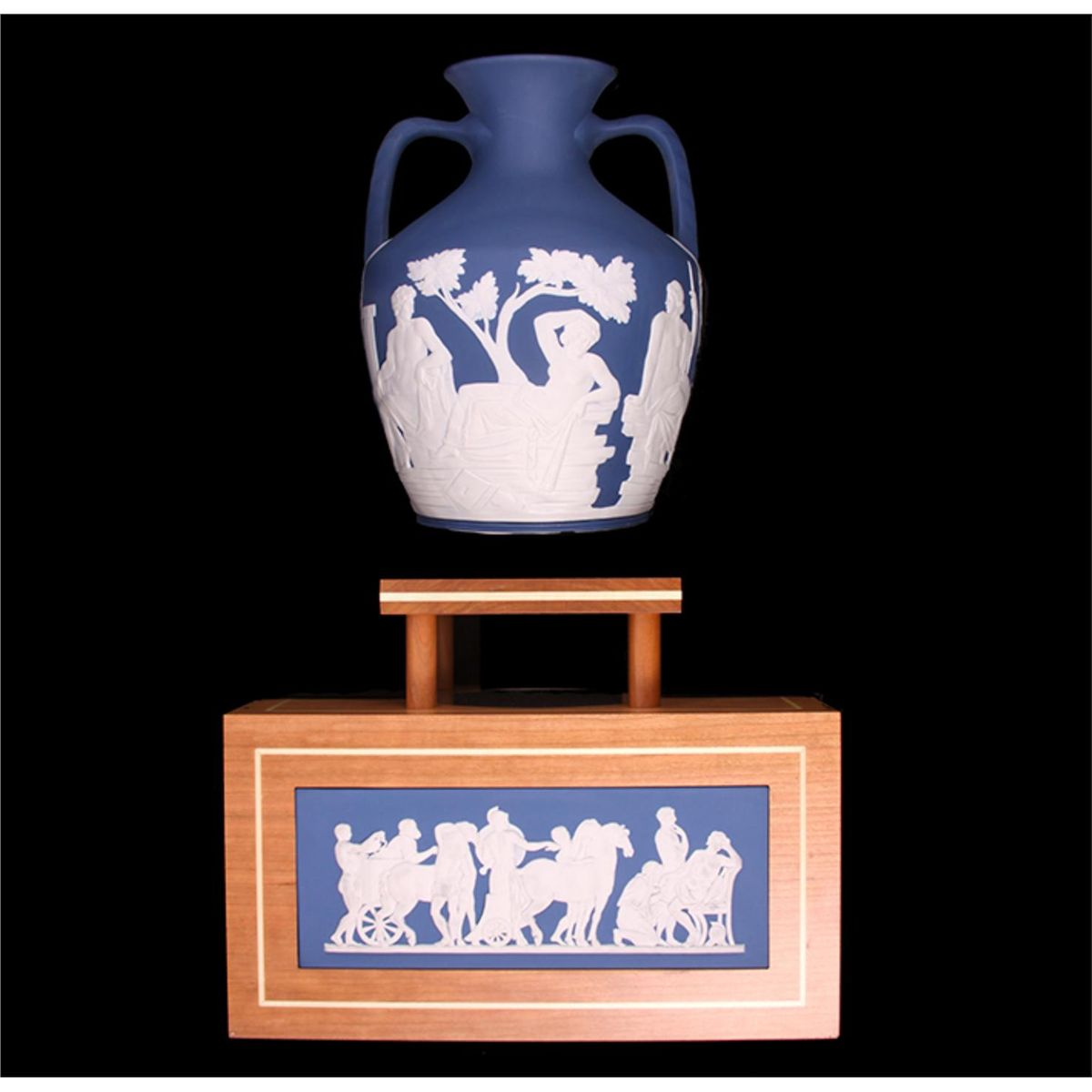 250th prestige collection wedgwood portland vase with stand ed1552 image 7 250th prestige collection wedgwood portland vase with stand ed1552 reviewsmspy