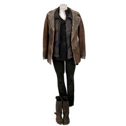 Falling Skies Sara (Mira Sorvino) Movie Costumes