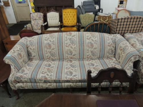Image 1 78 L Early American Style Cushioned Couch