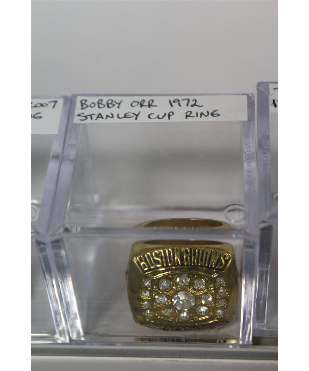 REPLICA RING- 1972 BOBBY ORR BOSTON BRUINS STANLEY CUP RING