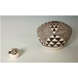 Pair of Acoma Seed Pots, Rachel Concho and Marie Zieu Chino