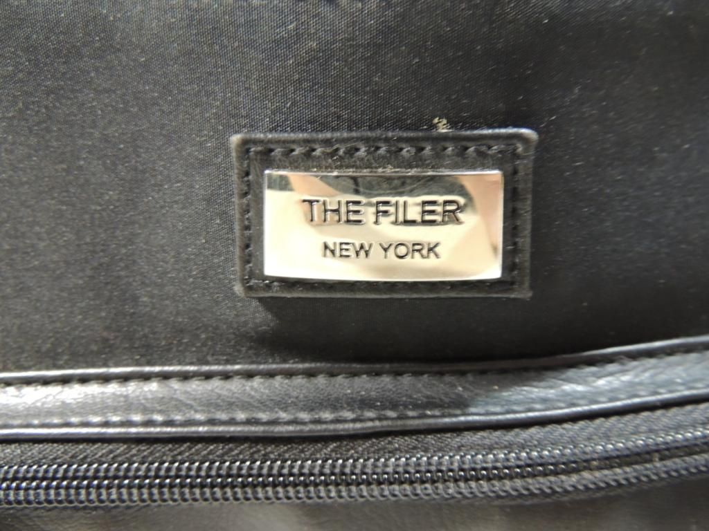 THE FILER NEW YORK BLACK PURSE