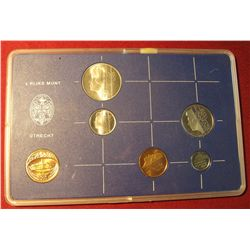 560. 1982 Netherlands Mint Set in original holder as issued. Rare. 6 pcs.