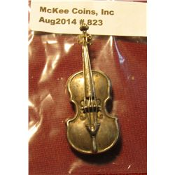 "823. Violin or ""fiddle"" pin – marked ""BEAU STERLING"" weighs 5 grams"