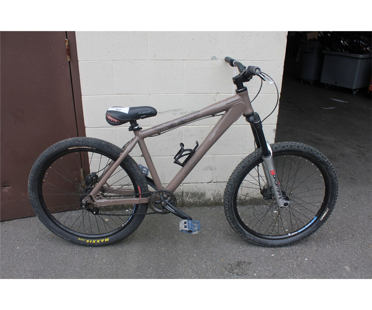 IRON HORSE BROWN 1 SP MOUNTAIN BIKE WITH DISC. BRAKES