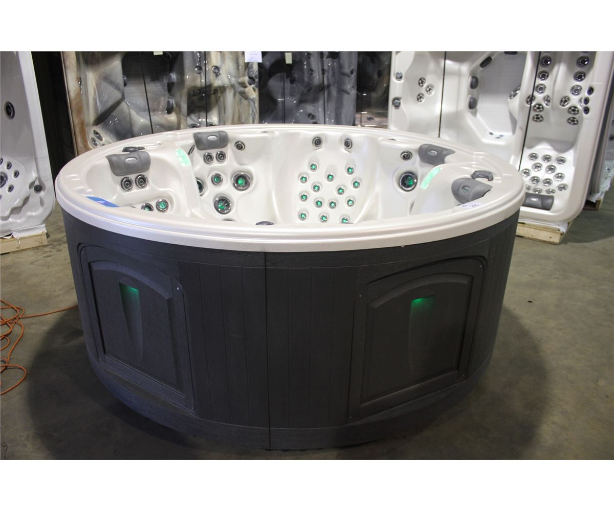 of luxury spas strong seats g tubs person buy dealers picture tub hot