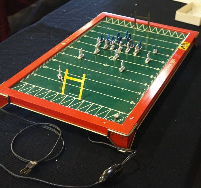 Image 4 VINTAGE TUDOR TRU ACTION ELECTRIC FOOTBALL GAME