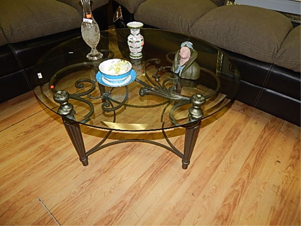 Round glass top wrought iron coffee table for Round glass top coffee table wrought iron