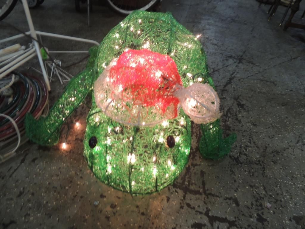 Light up christmas frog outdoor decoration for Outdoor light up ornaments