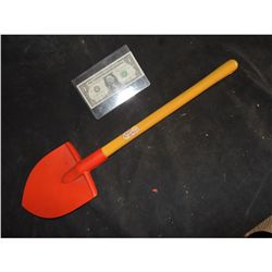CHILD'S PLAY 2 HERO GOOD GUYS SHOVEL CHUCKY USES TO BURY THE DOLL SCREEN USED & MATCHED