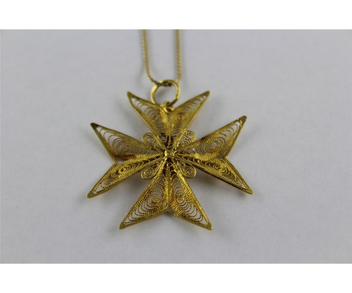 One handmade 18kt yellow gold filigree design maltese cross design one handmade 18kt yellow gold filigree design maltese cross design pendant has fine starburst loading zoom mozeypictures Choice Image