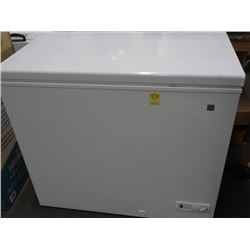 GE 4' Chest Freezer - Working - Clean unit