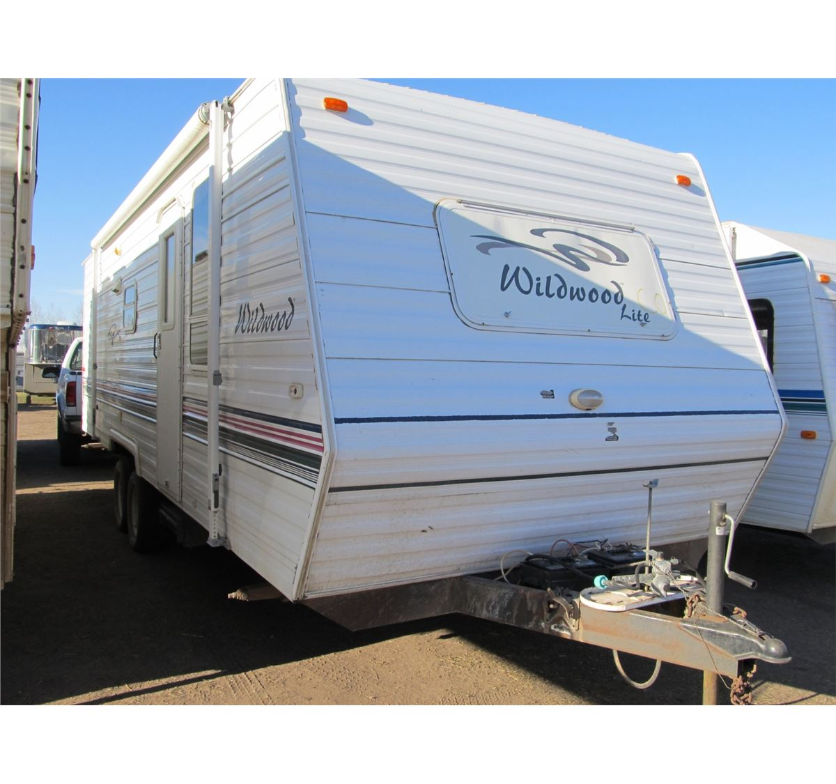 Travel Trailers With Outdoor Kitchens: 2001 FOREST RIVER T-24 WILDWOOD LITE 25' TRAVEL TRAILER