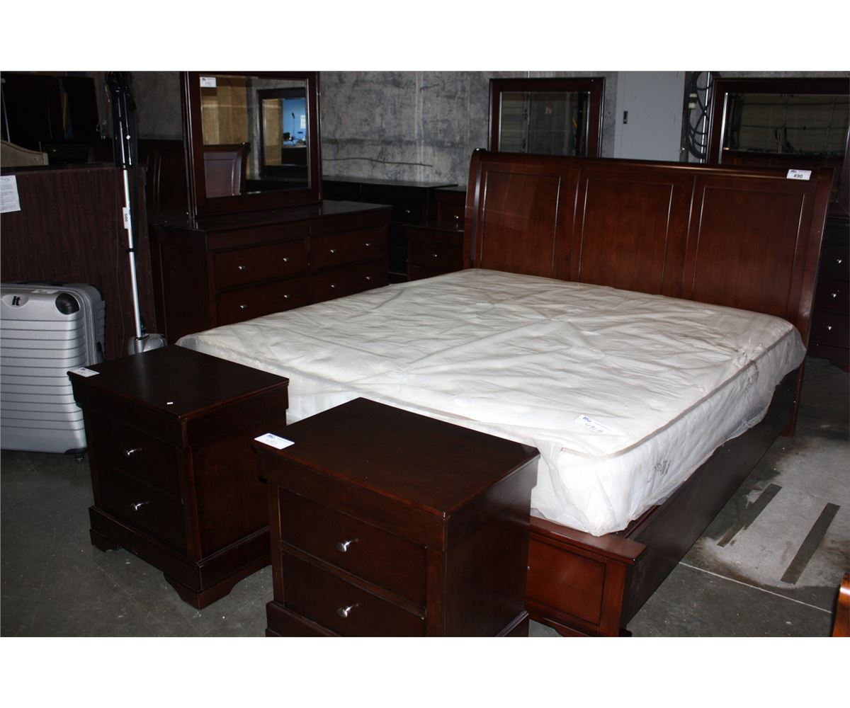 5PC BEDROOM SUITE KING SIZE BED WITH 2 DRAWER FOOTBOARD 8 DRAWER DRESSER W