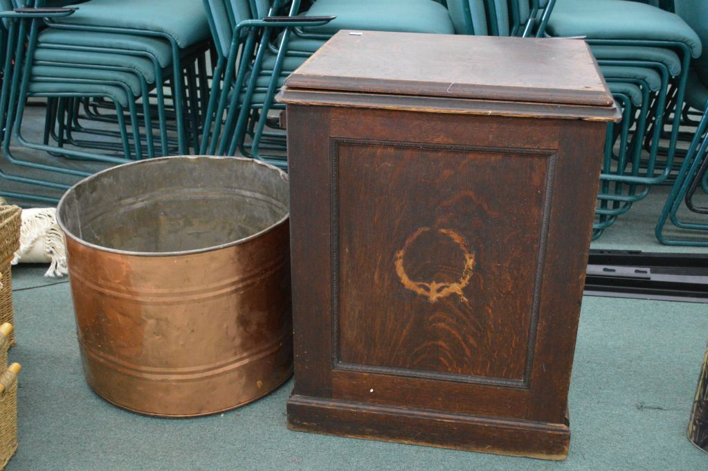 Image 1 : Antique Oak Sewing Cabinet With Cast Metal Antique Seamstress  Sewing Machine And A ...