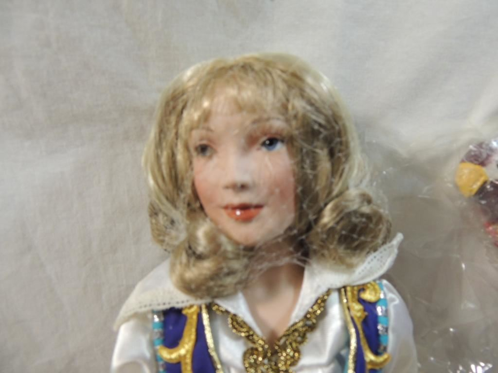 PARADISE GALLERIES LONG JEANNE SILVER DOLL