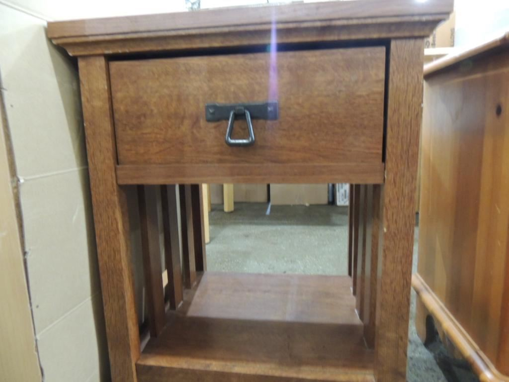 SMALL SQUARE END TABLE WITH DRAWER
