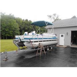 19 Ft. Spectrum pontoon boat w/ Loadrite trailer