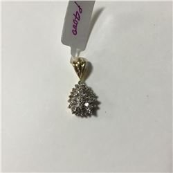 ONE 10KT YELLOW GOLD AND RHODIUM FINISH DIAMOND SET PENDANT WITH 27 DIAMONDS, APPROX 0.75CARAT