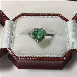 ONE LADIES 14KT WHITE GOLD NATURAL EMERALD AND DIAMOND SET DRESS RING WITH 33 DIAMONDS, APPROX