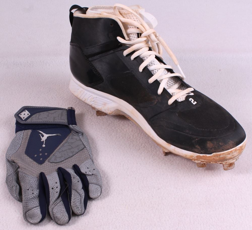 Lot of (2) Derek Jeter 2014 Final Season Game-Used Items with Baseball Glove  & Nike Air Jordan Cleat