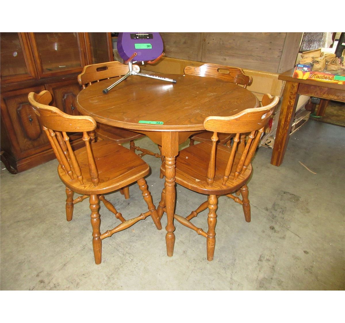 Used round wood dining table with 4 chairs for Wood round dining table for 4