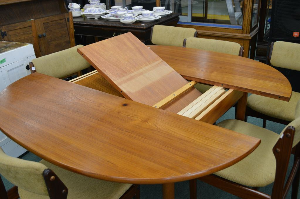 A Mid Century Modern Teak Dining Table With Hidden Leaf Storage Note - Teak dining table with leaf