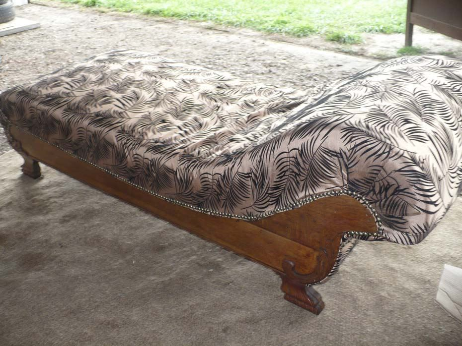 Antique chaise lounge solid oak wood for Antique wooden chaise lounge