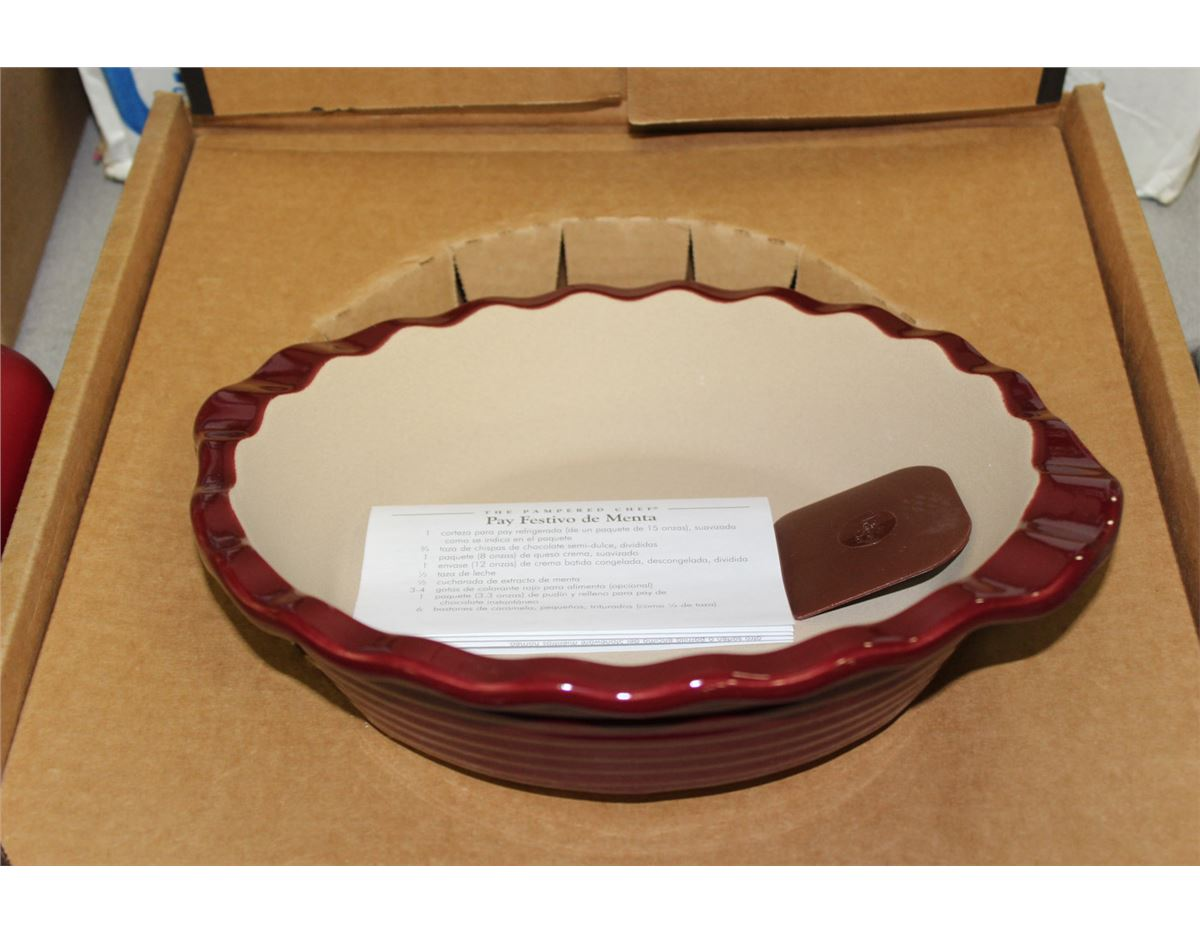 & THE PAMPERED CHEF DEEP DISH PIE PLATE