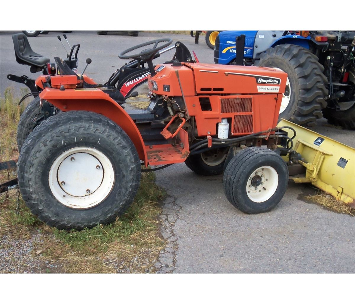 Simplicity 9518 tractor, diesel, 18.5 hp, 3 pt., pto, front. Loading zoom