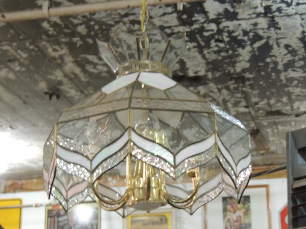 STAINED GLASS VINTAGE HANGING LIGHT FIXTURE