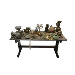 National Treasure Treasure Room Artifacts: Treasure Table
