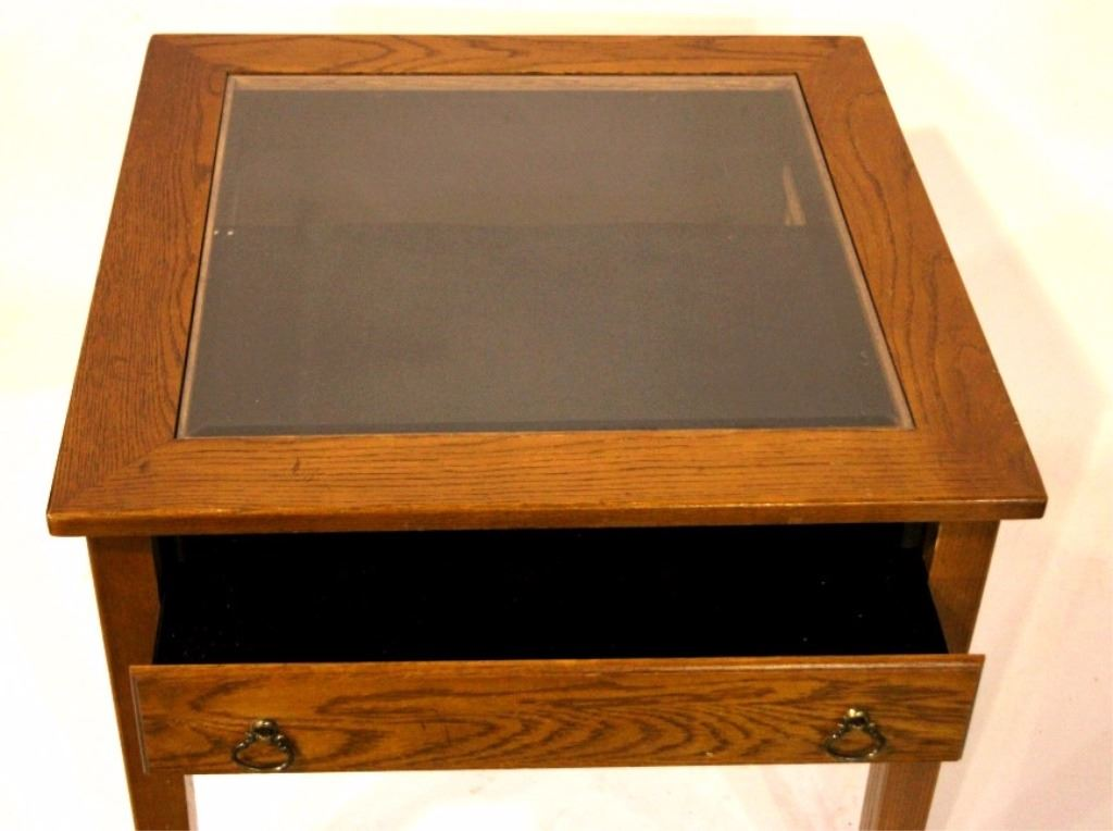 ... Image 3 : Wooden End Table Display Case