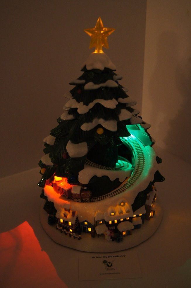 ... Image 2 : AVON - CHRISTMAS TREE WITH LIGHTS AND MOVING TRAIN - BRAND NEW