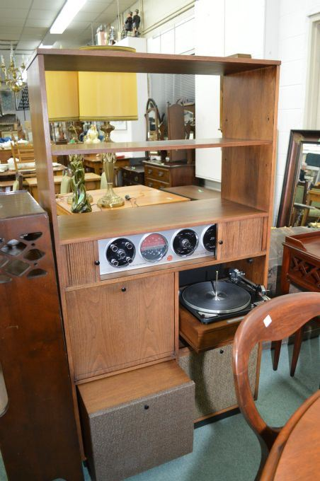 Image 1 : A Mid Century Modern Deilcraft Stereo Cabinet Fitted With  Electrohome Solid State Receiver