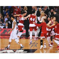 Frank Kaminsky Signed Wisconsin 16x20 Photo (Schwartz COA)