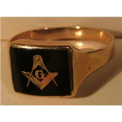 Men's Size 11 Masonic 10K Gold Ring. Black onyx with gold inset. Weighs 4.44 grams.