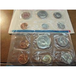 1972 US MINT SET (UNC) P/D/S (WITH ENVELOPE) THIS IS AN OFFICIAL US PACKAGED P/D/S SET, IT DOES NOT
