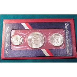 1776-1976 S 40% Silver Three-Piece Mint Set in original red envelope. Includes Silver Quarter, half-