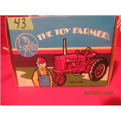 1/16 Scale Farmall Super MTA 1991 Toy Farmer #445PA