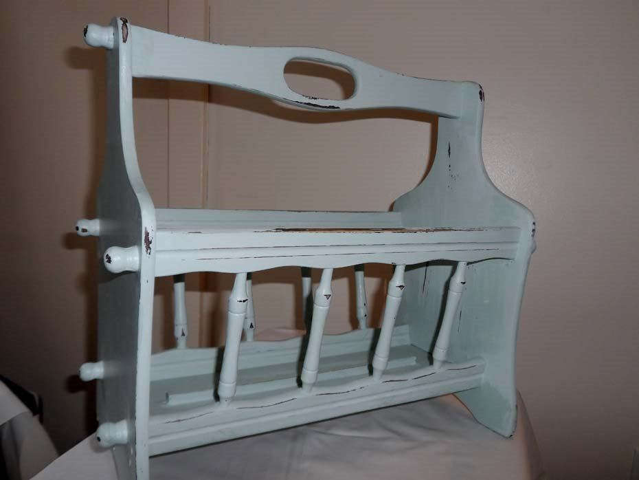 shabby chic magazine rack bodnarus auctioneering. Black Bedroom Furniture Sets. Home Design Ideas
