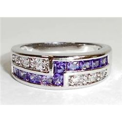 STERLING SILVER AMETHYST LADIES RING - SIZE 8