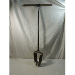 ANTIQUE VINTAGE PRIMITIVE POST HOLE DIGGER WOOD