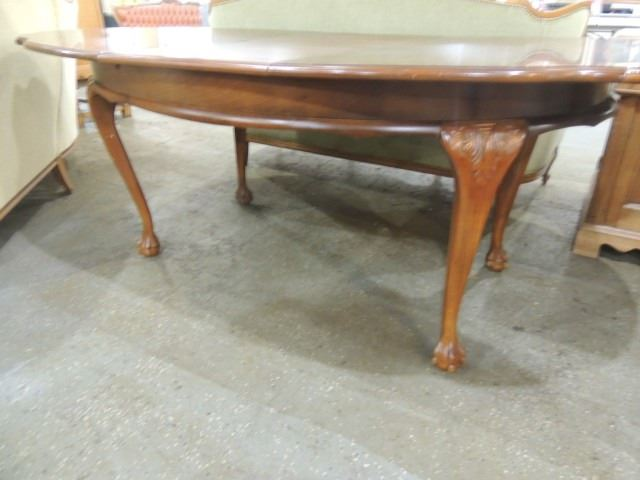 WALNUT DINING TABLE SCALLOPED QUEEN ANN