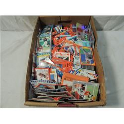BOX LOT ASSORTED LOOSE BASEBALL CARDS