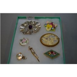 Selection of vintage brooches etc.