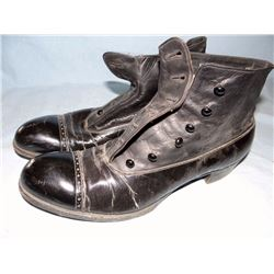 Black leather ladies shoes w/eyelets, vintage