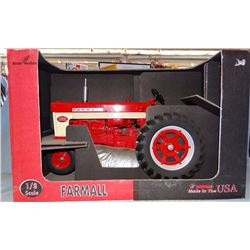 Farmall 560 tractor, 1:8, Scale Models, NIB