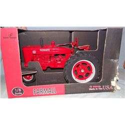 Farmall M tractor, 1:8, Scale Models, box show some damage